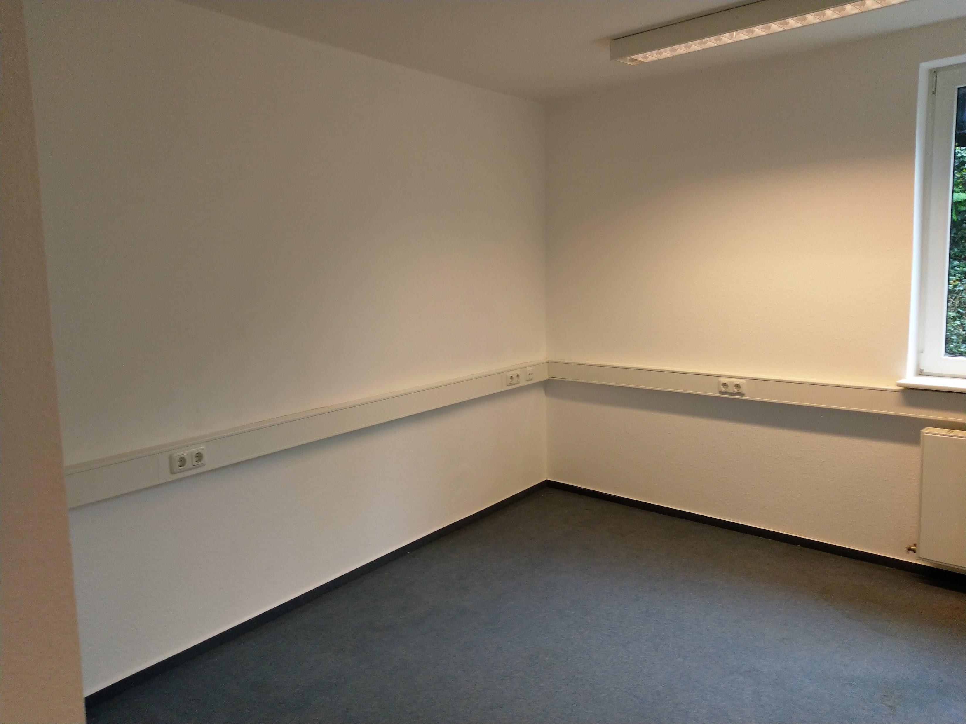Bisher unbearbeitete Wand im Vortragsraum