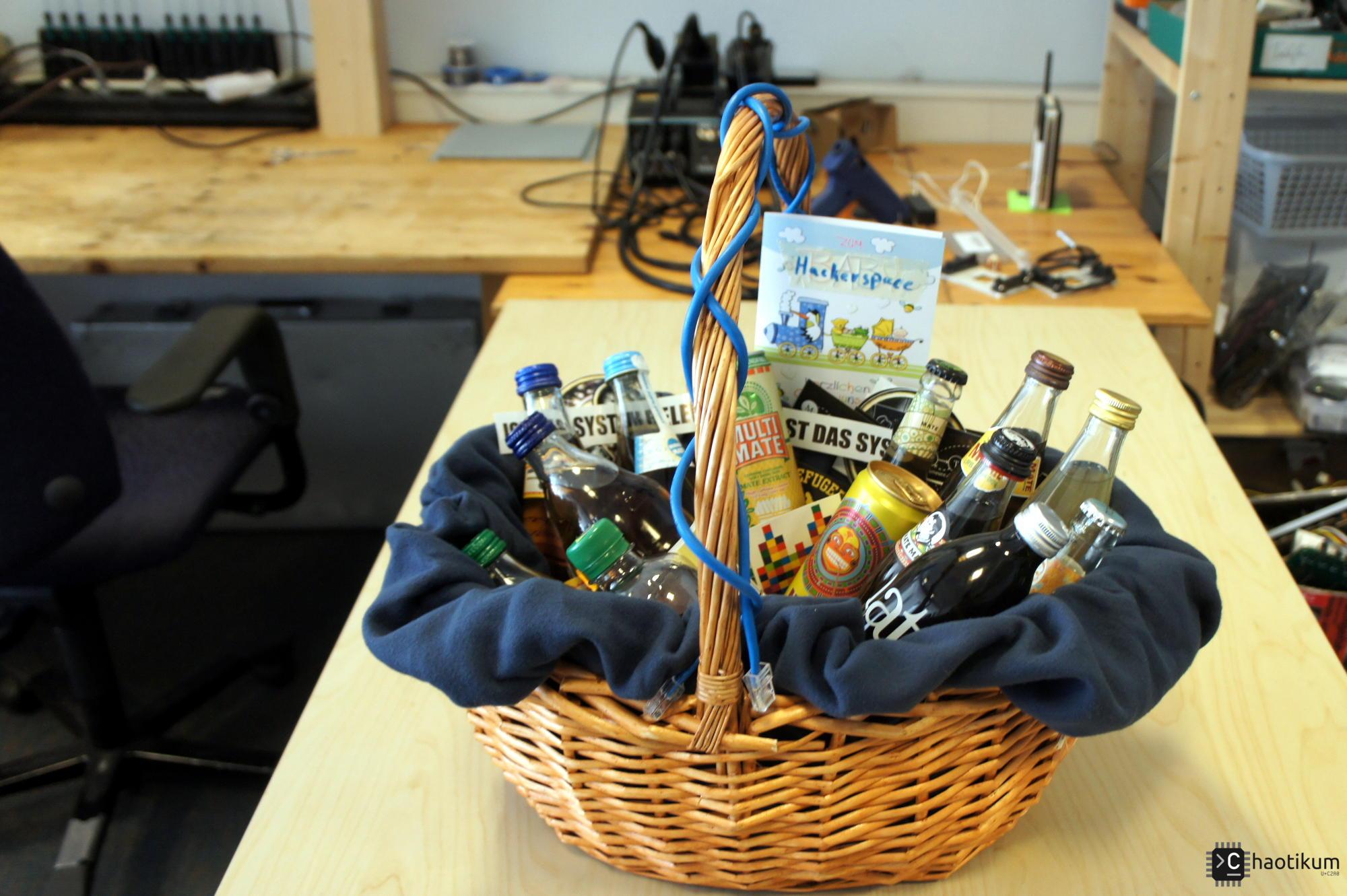 Ein Geschenkkorb für den Hacklab.