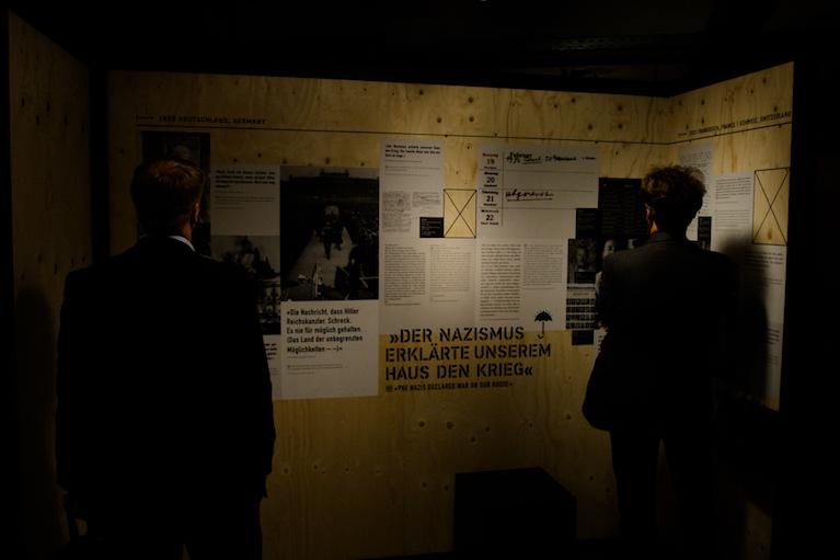 """Die Ausstellung """"Fremde Heimat""""."""