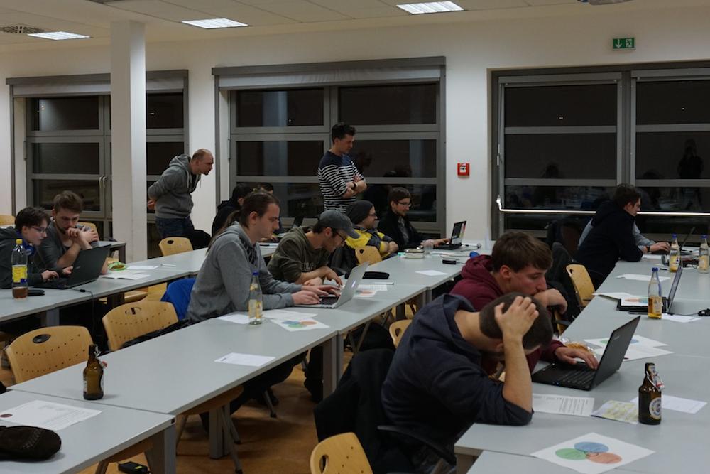 In kleinen Gruppen spielerisch programmieren: Das Coding Dojo auf der MetaNook 2016.